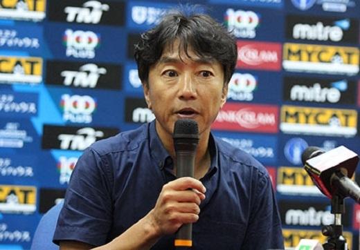 """HLV Miura lại nổi nóng: """"Đừng bắt tôi khen mình Công Phượng"""""""