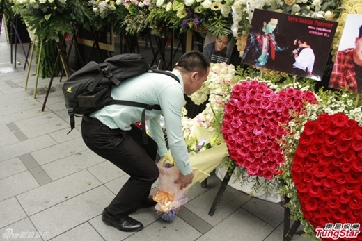 Nước mắt vẫn rơi sau 12 năm huyền thoại Trương Quốc Vinh qua đời