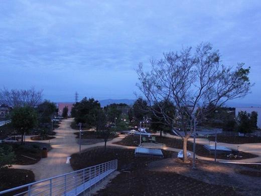 """""""Khu công viên"""" nằm trên mái nhà có diện tích hơn 36.000 m2, được CEO Facebook đề xuất với mục đích vừa có một không gian thực tế vừa không phô trương và tiết kiệm chi phí."""