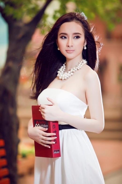 Angela Phương Trinh đích thực là cô nàng lắm chiêu của showbiz Việt. - Tin sao Viet - Tin tuc sao Viet - Scandal sao Viet - Tin tuc cua Sao - Tin cua Sao