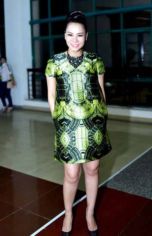Thu Minh với sắc xanh neon trong gala trao giải Bài hát Việt 2014