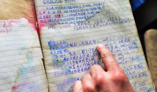 Đây là quyển sổ vể thông tin những đứa trẻ bị mất tích, thông tin liên lạc với gia đình nạn nhân mà ông từng gặp trên chuyến đi. Cứ hễ đến một nơi mới, ông lại cẩn thận hỏi han với hi vọng có thể tìm kiếm được thông tin nào đó về những đứa trẻ.