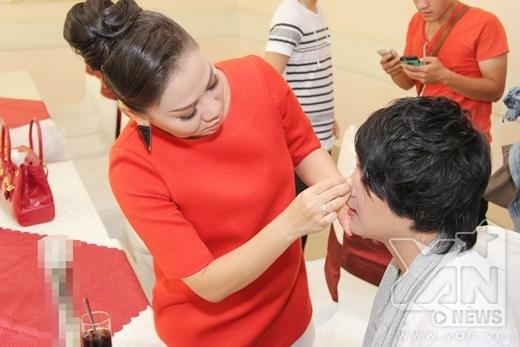 Vắng chồng Tây, Thu Minh được trò cưng hộ tống đi chấm thi - Tin sao Viet - Tin tuc sao Viet - Scandal sao Viet - Tin tuc cua Sao - Tin cua Sao