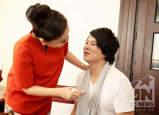 Gặp Thanh Bùi trong phòng make-up, Thu Minh liền ra tay giúp đỡ em trai. - Tin sao Viet - Tin tuc sao Viet - Scandal sao Viet - Tin tuc cua Sao - Tin cua Sao