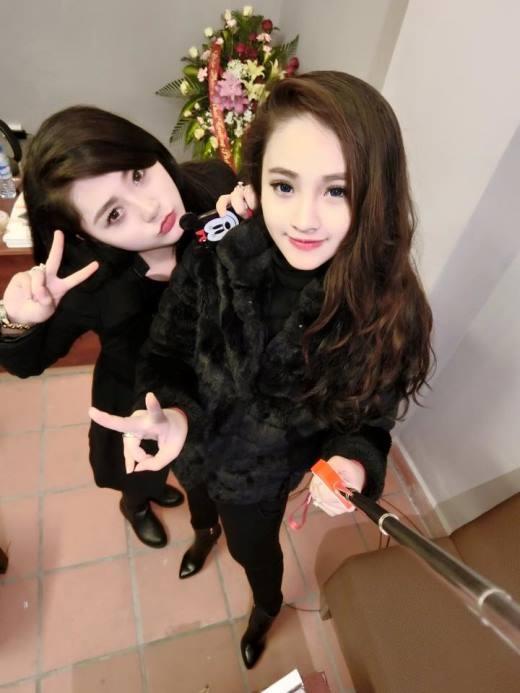 Hai cô con gái của chị Hương Bella.