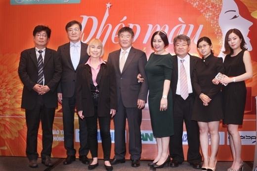 Ekip bác sĩ của chương trình gồm những chuyên gia hàng đầu từ Hàn Quốc và Pháp.