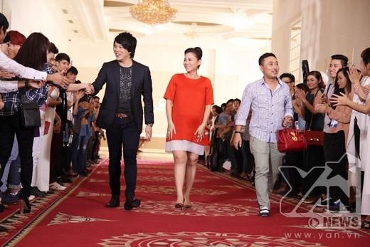 Họ nhận được sự chào đón nồng nhiệt từ các bạn thí sinh - Tin sao Viet - Tin tuc sao Viet - Scandal sao Viet - Tin tuc cua Sao - Tin cua Sao