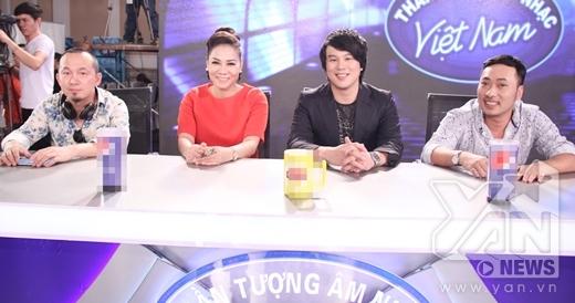 Nhạc sĩ Quốc Trung sẽ hỗ trợ bộ ba BGK để tìm ra những gương mặt xuất sắc để vào vòng trong của chương trình Vietnam Idol 2015 - Tin sao Viet - Tin tuc sao Viet - Scandal sao Viet - Tin tuc cua Sao - Tin cua Sao