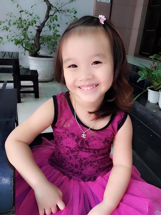 Con gái ca sỹ Thu Phượng (vợ cũ MC Thành Trung) cũng là một cô bé rất điệu đà và xinh đẹp.