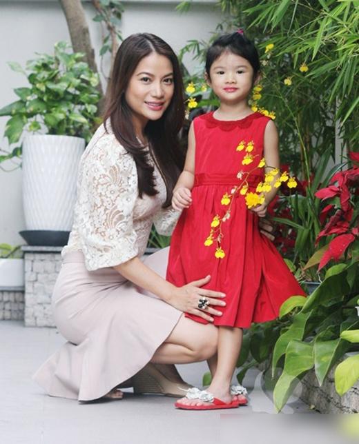 Bảo Tiên - con gái Trương Ngọc Ánh cũng là cô bé rất điệu đà và thích mặc váy.
