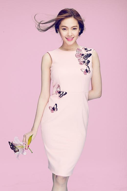Linh Chi ngọt ngào với họa tiết bướm, hoa