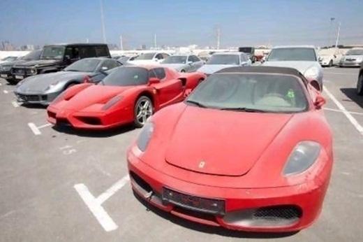 Một bãi đậu xe dành cho xe vô chủ với toàn những chiếc siêu xe Ferrari bị bỏ quên.