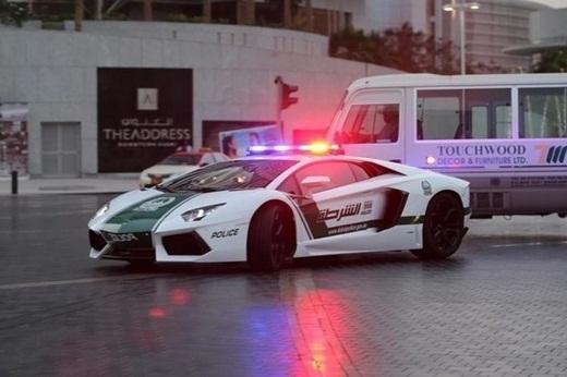 Cảnh sát đã nâng cấp chiếc xe tuần tra của mình thành những chiếc Lamborghini.