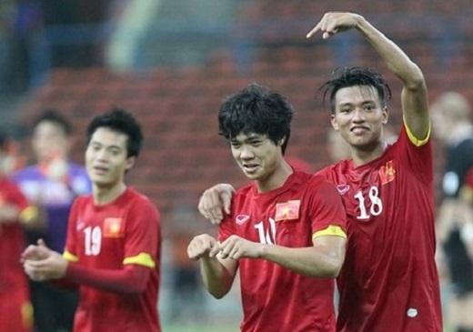 Công Phượng nhảy điệu Gangnam Style sau chiến thắng trước U.23 Malaysia – Ảnh: Bạch Dương