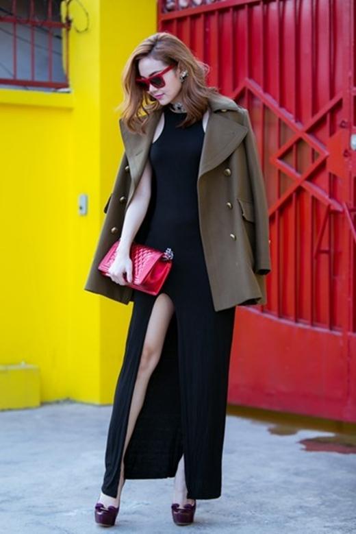 Minh Hằng sành điệu với váy xẻ và áo khoác của Burberry có giá lên đến 5.000 đô la Mỹ (khoảng 106 triệu đồng). - Tin sao Viet - Tin tuc sao Viet - Scandal sao Viet - Tin tuc cua Sao - Tin cua Sao