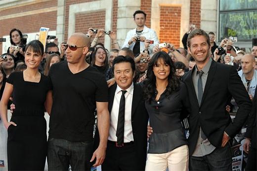 """Tính đến mùa hè năm nay, seri phim """"Fast & Furious"""" đã bước sang tuổi 14 và trở thành """"thương hiệu"""" có hàng triệu fan trên khắp thế giới. Khán giả luôn mong chờ được chiêm ngưỡng những chiếc xế """"độ"""" hầm hố cùng những pha hành động nghẹt thở khi mùa hè đến. Cùng nhìn lại chặng đường suốt hơn một thập kỷ qua của seri bom tấn thành công."""