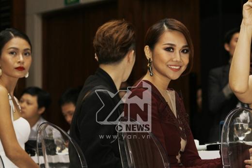Nụ cười tươi tắn trên môi của nữ diễn viên Siêu nhân X - Tin sao Viet - Tin tuc sao Viet - Scandal sao Viet - Tin tuc cua Sao - Tin cua Sao
