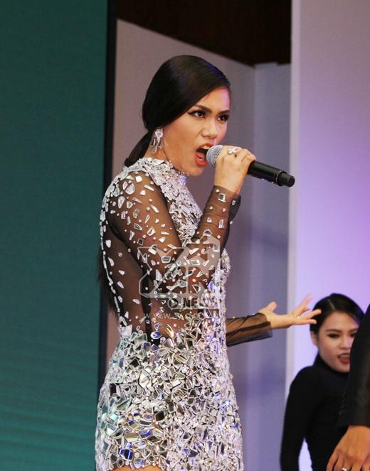 Cô cũng mang đến cho chương trình một tiết mục hoành tráng và sôi động - Tin sao Viet - Tin tuc sao Viet - Scandal sao Viet - Tin tuc cua Sao - Tin cua Sao