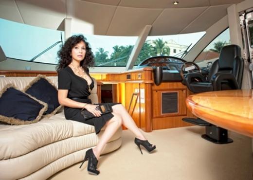 Diễm My thỉnh thoảng mượn du thuyền để tổ chức tiệc cùng bạn bè đồng nghiệp thân thiết trong giới showbiz. - Tin sao Viet - Tin tuc sao Viet - Scandal sao Viet - Tin tuc cua Sao - Tin cua Sao