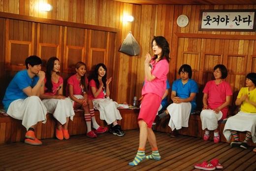 Suzy trong chương trình Happy Together 3