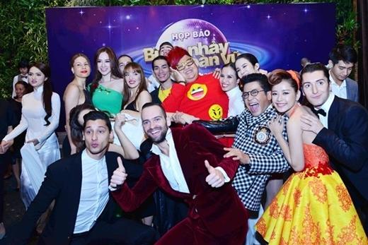 Dàn vũ công nước ngoài góp phần không nhỏ vào thành công của Bước nhảy hoàn vũ.