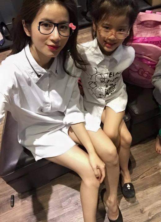 Dù đã là bà mẹ của hai nhóc tì đáng yêu và dễ thương nhưng Ngọc Anh vẫn cực kỳ xinh đẹp.