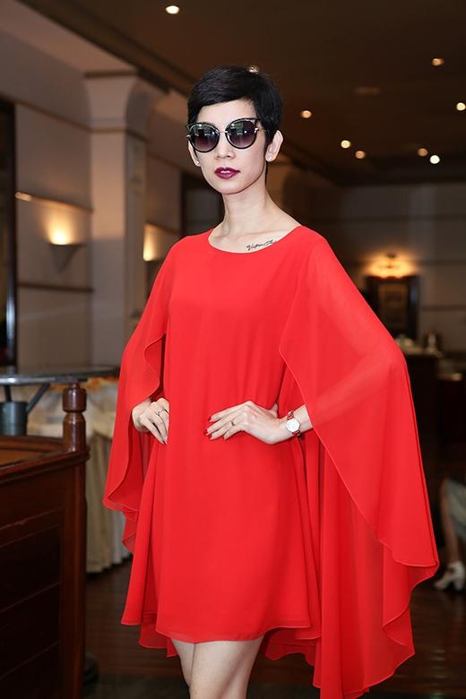 Xuân Lan diện váy đỏ rực tuyển người mẫu