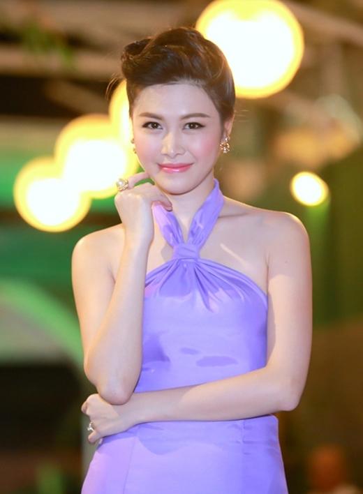 Trước đây, cô từng là người mẫu và MC cho kênh truyền hình VTC. - Tin sao Viet - Tin tuc sao Viet - Scandal sao Viet - Tin tuc cua Sao - Tin cua Sao