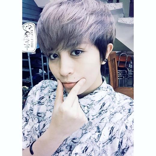 Sau thử thách đoán màu tóc mà Gil Lê dành cho các fans của mình, cuối cùng cô nàng đã chính thức công bố kết quả. Lựa chọn màu tía tô cá tính, Gil lại một lần nữa đốn tim các fans với phong cách mới này.