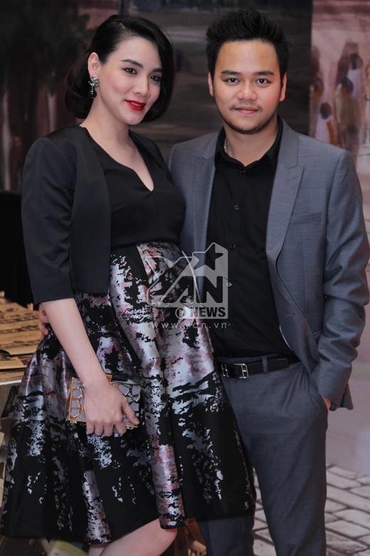 Trang Nhung xuất hiện trong đám cưới của Ngân Khánh cùng với ông xã Hoàng Duy. - Tin sao Viet - Tin tuc sao Viet - Scandal sao Viet - Tin tuc cua Sao - Tin cua Sao