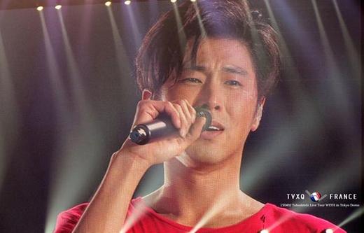 Fan khóc ròng khi Yunho nhập ngũ trong năm nay