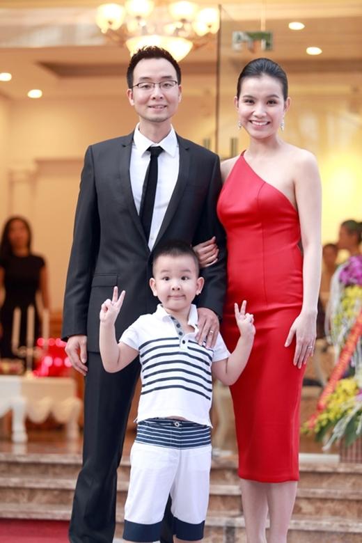 """Vì cả hai con đều là """"bản sao"""" của chồng nên Hoa hậu Hoàn vũ Việt Nam 2008 Thùy Lâm toàn bị mọi người trêu là """"đẻ thuê"""". - Tin sao Viet - Tin tuc sao Viet - Scandal sao Viet - Tin tuc cua Sao - Tin cua Sao"""