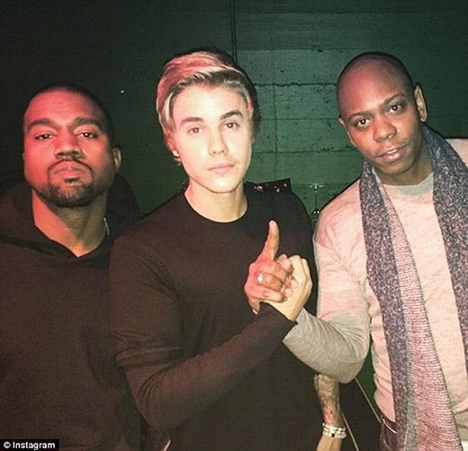 Kanye West (bìa trái) sẽ là nhà sản xuất cho album sắp tới của nam ca sĩ.