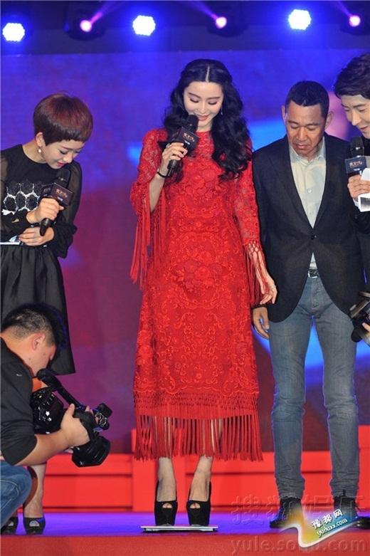 Phạm Băng Băng thường bị trêu là diễn viên béo nặng ít nhất 60 kg. Trong một sự kiện, cô quyết tâm bác bỏ tin đồn bằng cách đề nghị bạn diễn Trương Phong Nghị... bế. Tuy nhiên, sau khi bạn diễn kêu nặng và đặt cô xuống, ban tổ chức đề nghị giải vây bằng cách mang cân ra đo trực tiếp.