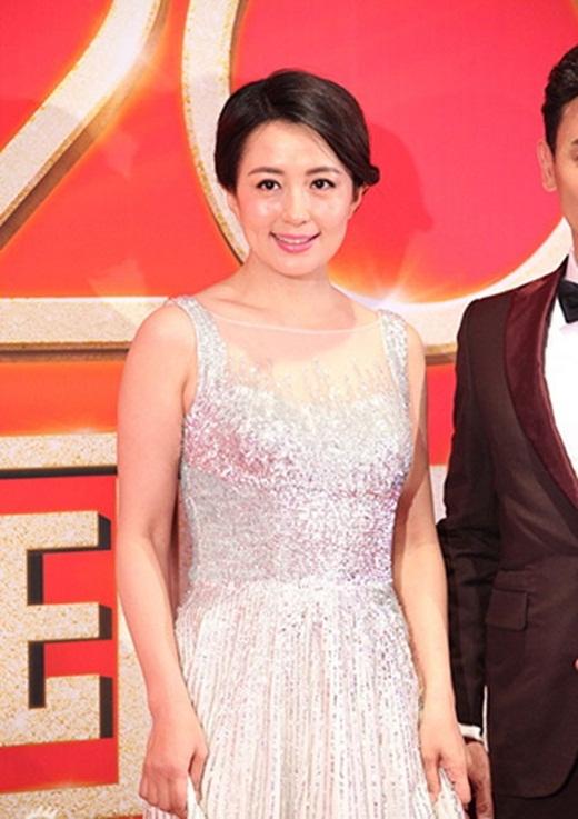 Dương Đồng Thư tỏ ra vui vẻ khi được đề nghị kiểm tra sức khỏe, dù cô nặng 57,6 kg.