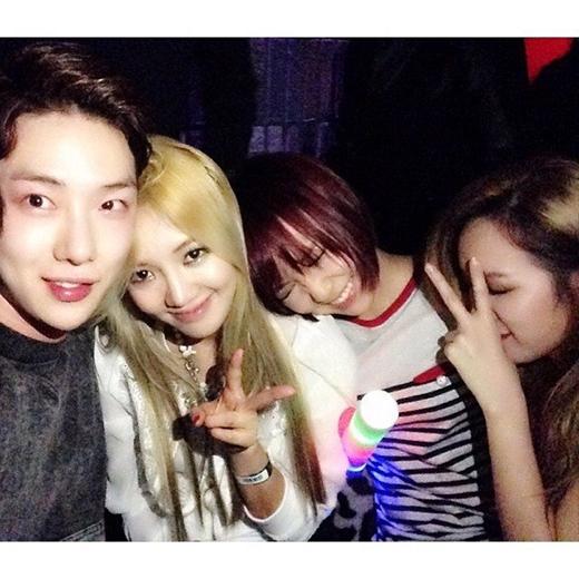 JiA, Min, Hyoyeon và Jokwon cũng thường họp mặt với nhau tại hộp đêm.