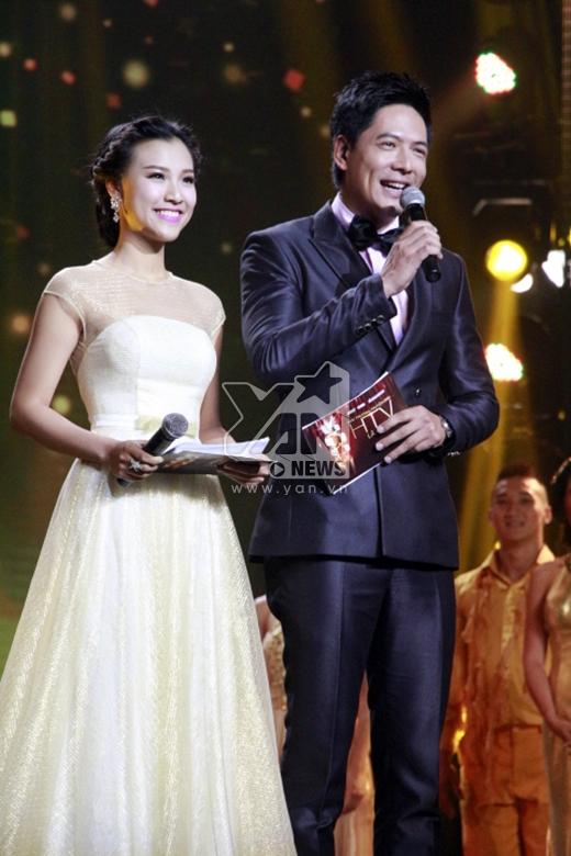 MC chính của chương trình là Bình Minh và Hoàng Oanh. - Tin sao Viet - Tin tuc sao Viet - Scandal sao Viet - Tin tuc cua Sao - Tin cua Sao