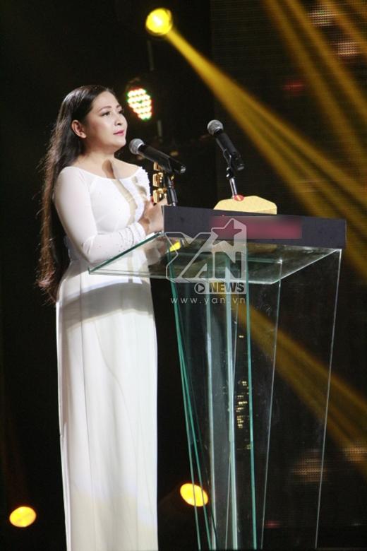 MC Quỳnh Hương nhận giải MC được yêu thích nhất. - Tin sao Viet - Tin tuc sao Viet - Scandal sao Viet - Tin tuc cua Sao - Tin cua Sao