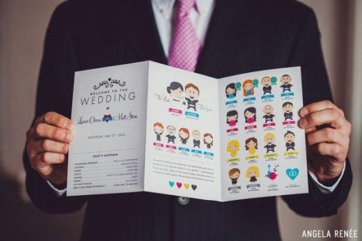 Một tấm thiệp cưới rất đáng yêu với hình vẽ hoạt hình của họ hàng cả hai bên
