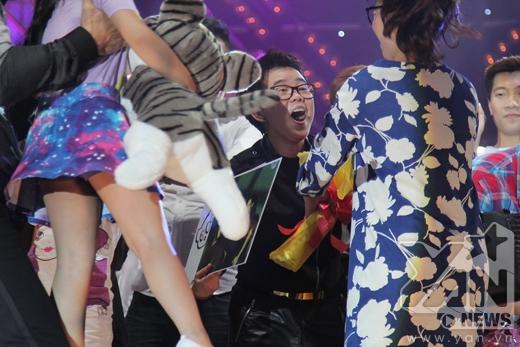 Khá đông khán giả đã đến chúc mừng cho sự thành công của đêm liveshow Dấu ấn Phương Uyên - Tin sao Viet - Tin tuc sao Viet - Scandal sao Viet - Tin tuc cua Sao - Tin cua Sao