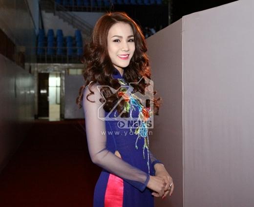 Angela Phương Trinh gây chú ý bởi gương mặt khác lạ - Tin sao Viet - Tin tuc sao Viet - Scandal sao Viet - Tin tuc cua Sao - Tin cua Sao