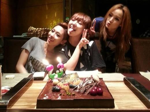 Suzy vắng mặt trong sinh nhật của các thành viên Miss A...