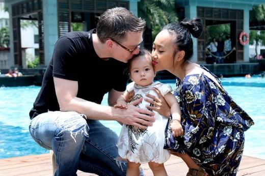 Đoan Trang hạnh phúc khoe con gái chập chững biết đi - Tin sao Viet - Tin tuc sao Viet - Scandal sao Viet - Tin tuc cua Sao - Tin cua Sao