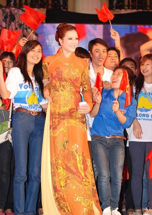 Là Đại sứ Du lịch đầu tiên của Việt Nam vào năm 2011, Lý Nhã Kỳ dù ban đầu vấp phải sự phản đối nặng nề từ khán giả cả nước. Tuy nhiên bằng các hoạt động sau này của mình, Lý Nhã Kỳ đã cho thấy mình xứng đáng với vị trí này như thế nào. - Tin sao Viet - Tin tuc sao Viet - Scandal sao Viet - Tin tuc cua Sao - Tin cua Sao