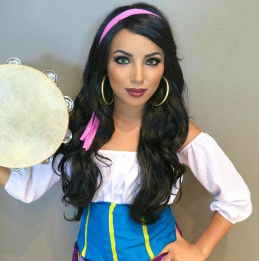 Cô nàng Esmeralda quyến rũ trong Thằng gù nhà thờ Đức Bà