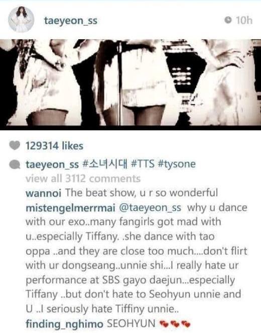 """Tham gia sân khấu đặc biệt tại Gayo Daejun, Taeyeon đăng tải hình ảnh Taetiseo biểu diễn. Ngay lập tức, fan EXO """"điên cuồng"""" nhảy vào chửi bới và nguyền rủa vì sao Taeyeon """"dám"""" nhảy chung với thần tượng"""" dù trước đó cô nàng không quên cám ơn đàn em EXO tham gia hỗ trợ màn trình diễn."""