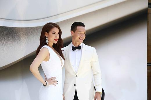 Từ khi công khai tình cảm với Kim Lý, cả hai thường xuất hiện với trang phục cùng tone.