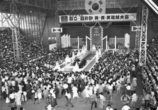 Hoa hậu được tổ chức lần đầu tiên vào năm 1957