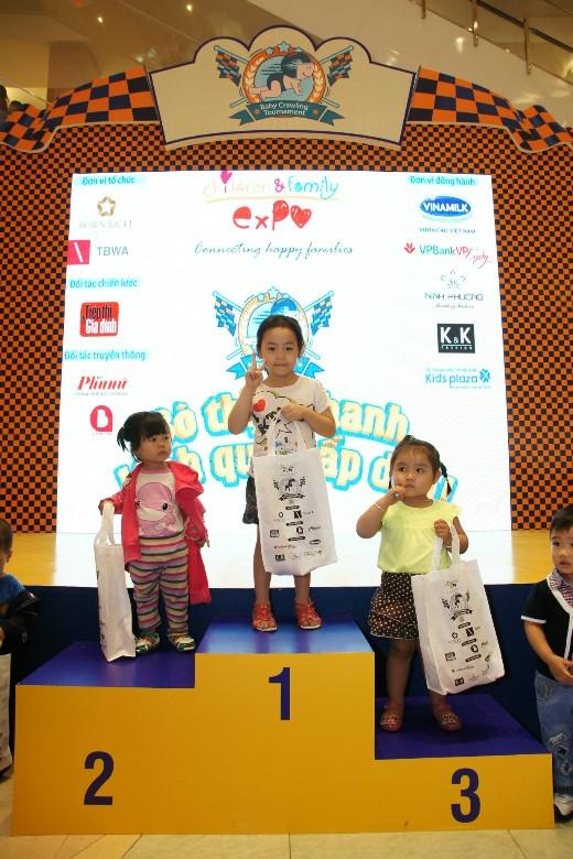 """Con vô địch lượt đua này rồi! Hẹn gặp ở vòng chung kết """"Ngày hội Trẻ em & Gia đình tháng 8 tới nhé!"""""""