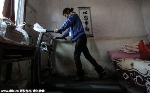 Cô Zhu vẫn chăm chỉ tập luyện hàng ngày để nâng cao sức khỏe.